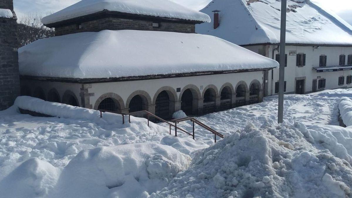 'Filomena' cubre Navarra y Álava con un manto de hielo y nieve