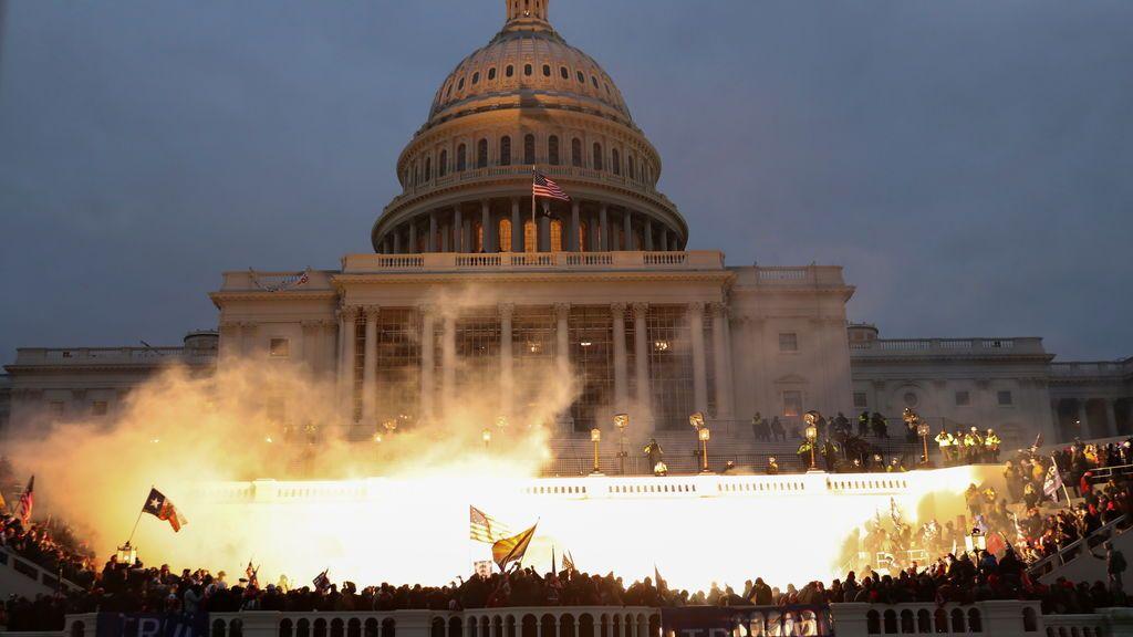 Un joven de 24 años se precipita al vacío en los aledaños del Capitolio