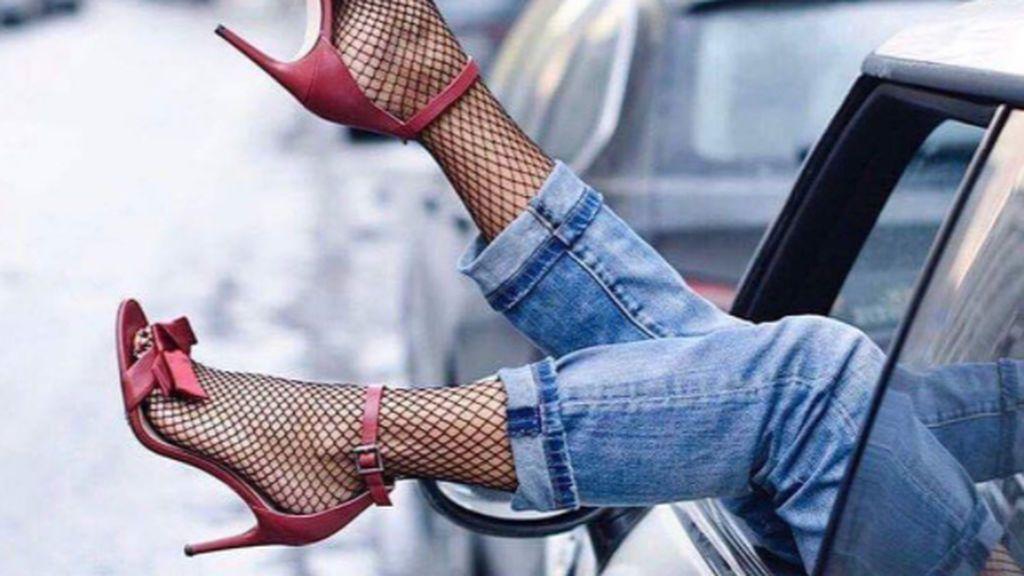 6 zapatos ideales para lucir con medias de rejilla