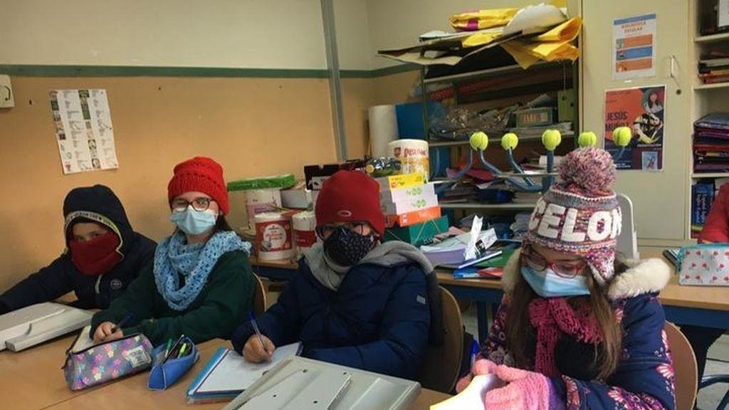 Padres de alumnos se quejan en Almería de que se den clases con las ventanas abiertas
