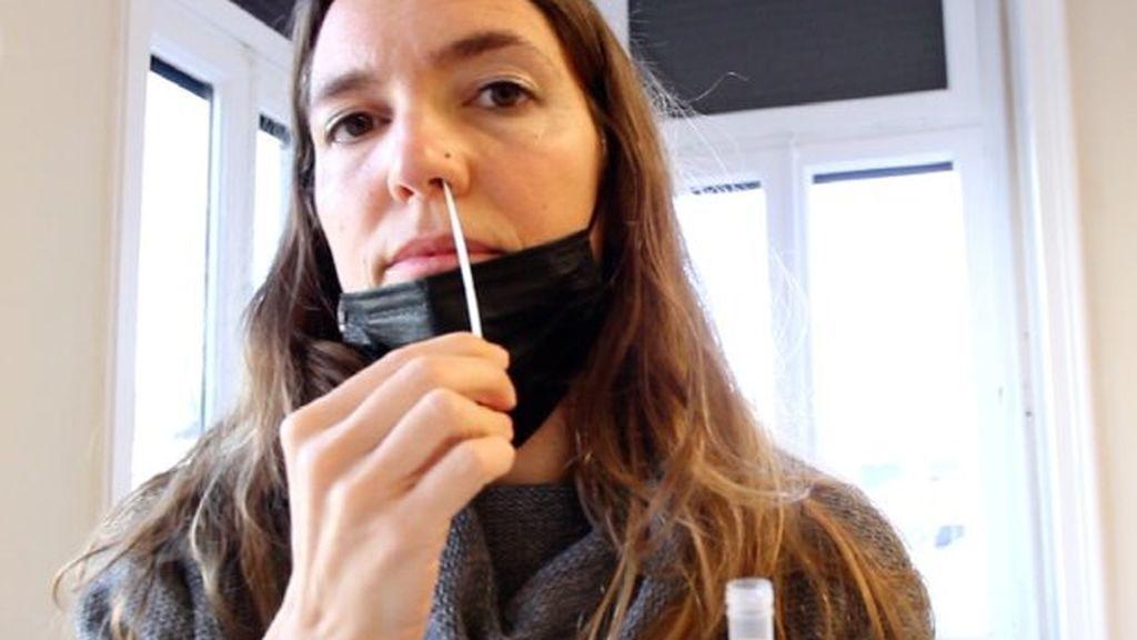 Los docentes catalanes se harán automuestras PCR en los colegios e institutos