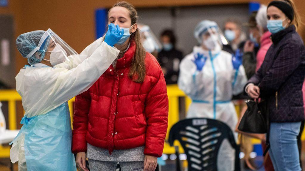 La Navidad deja 2.000 muertos y 200.000 contagios mientras el Gobierno descarta por ahora un confinamiento