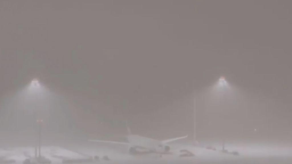 El temporal Filomena obliga a suspender los vuelos en Barajas