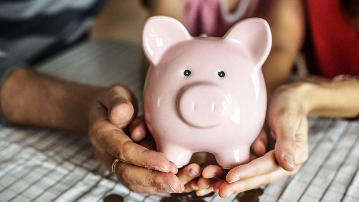 El eterno dilema de la paga a los hijos: un experto responde a las preguntas de cómo y cuánto