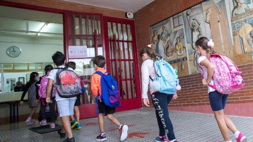 Vuelta a las aulas en Catalunya: dudas y expectación en medio de la tercera ola