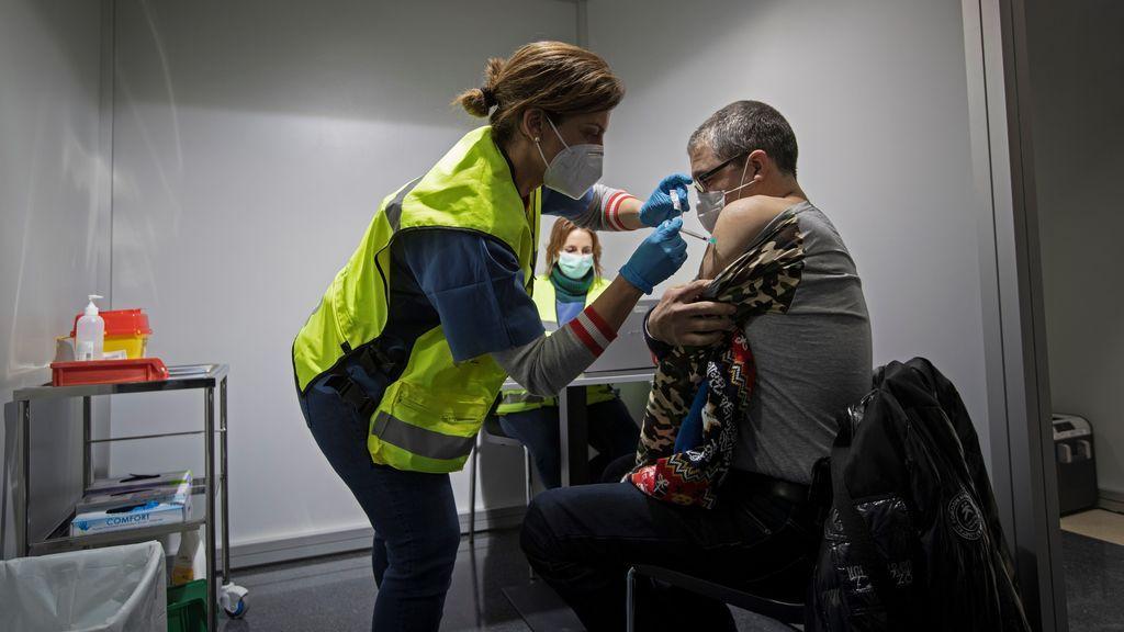 El desafío del próximo verano: cómo vacunar a más de 30 millones de personas en unos meses