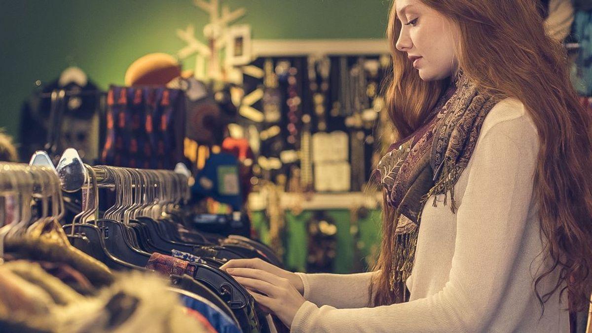 Cada vez más gente compra ropa de segunda mano por ahorro y por motivos sostenibles