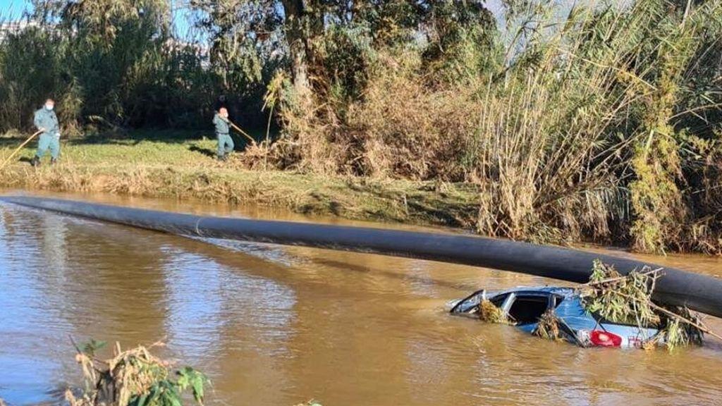 Una pareja muere tras quedar atrapada en su vehículo arrastrado por la corriente en Málaga