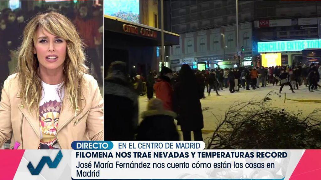 """Emma García estalla ante la guerra de bolas de nieve de la plaza Callao: """"Este es gili******"""""""