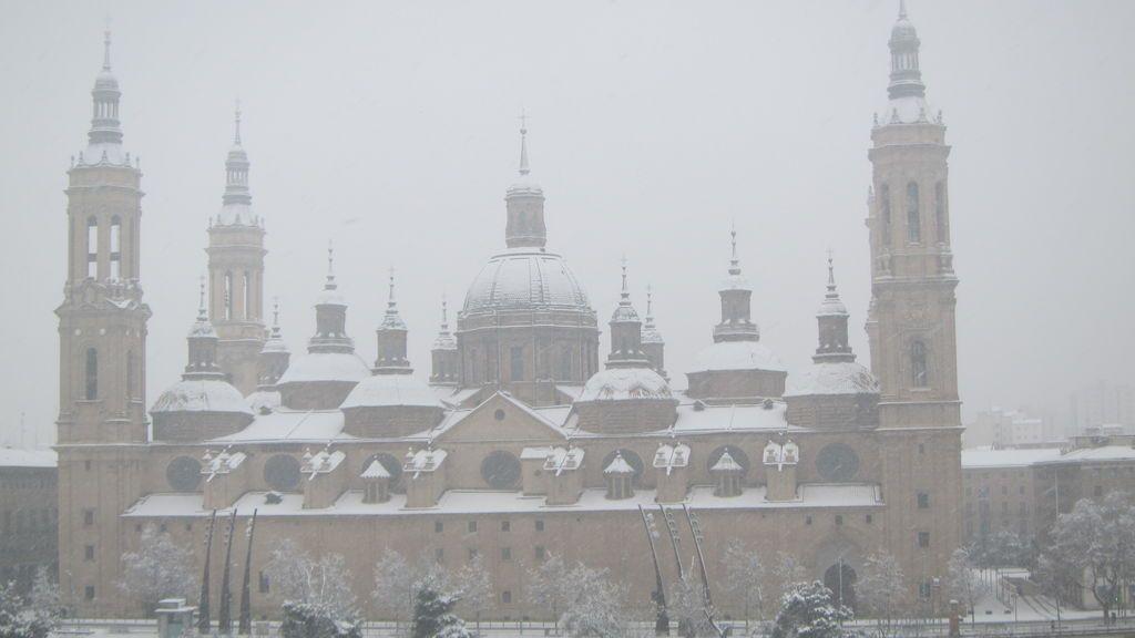 La Catedral del Pilar en Zaragoza, nevado
