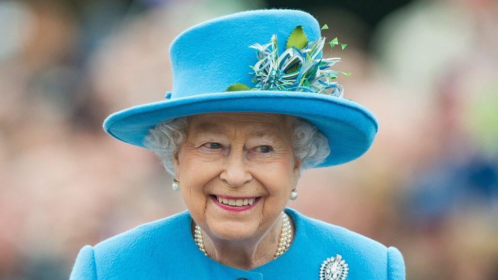 La reina Isabel II se pone la vacuna contra el coronavirus