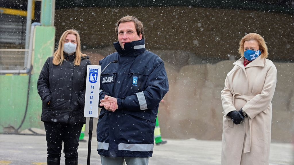 """Almeida pide a los madrileños quedarse en casa ante una situación """"muy grave"""" con hasta 60 centímetros de nieve"""