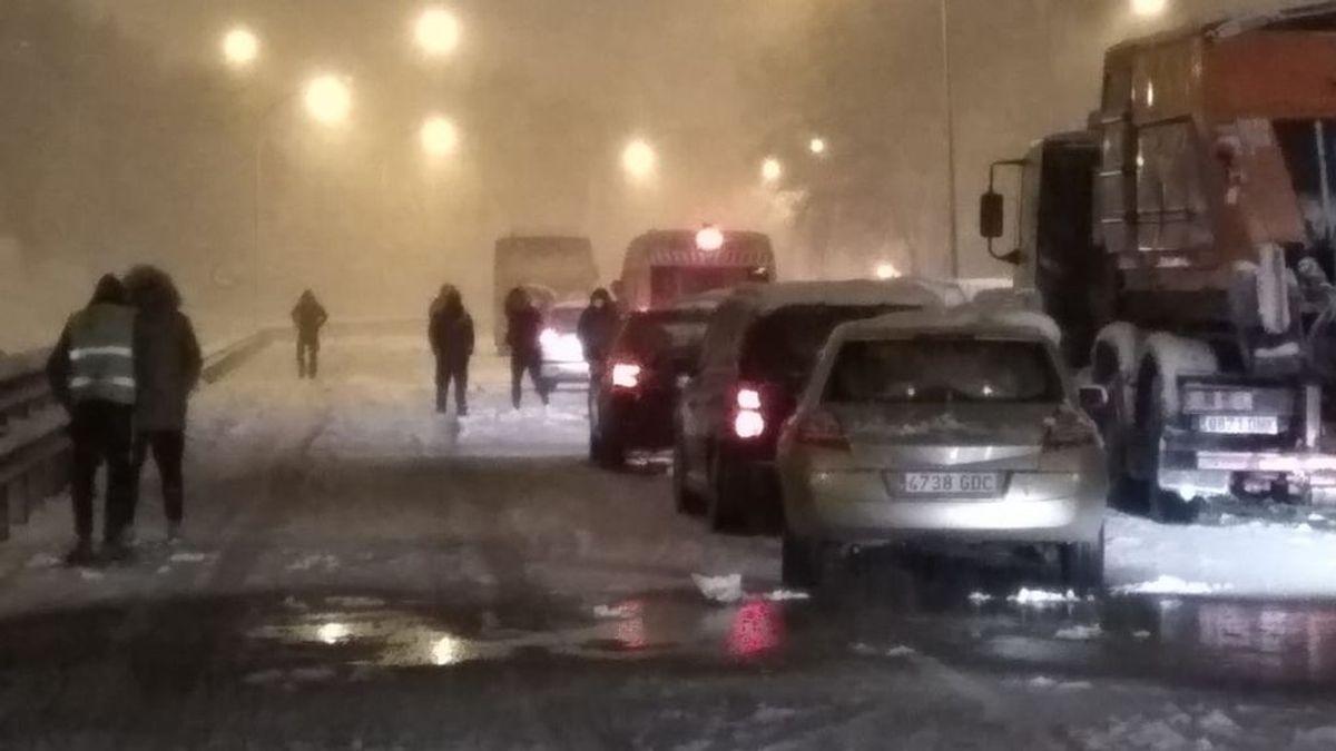 """La desesperación de los conductores atrapados por la nieve Madrid: """"Los bomberos no podían hacer nada"""""""