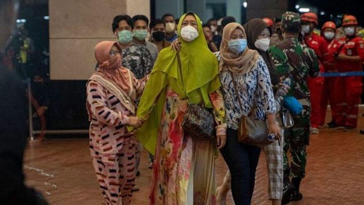 Encuentran restos humanos en el lugar donde cayó el avión desaparecido en Indonesia