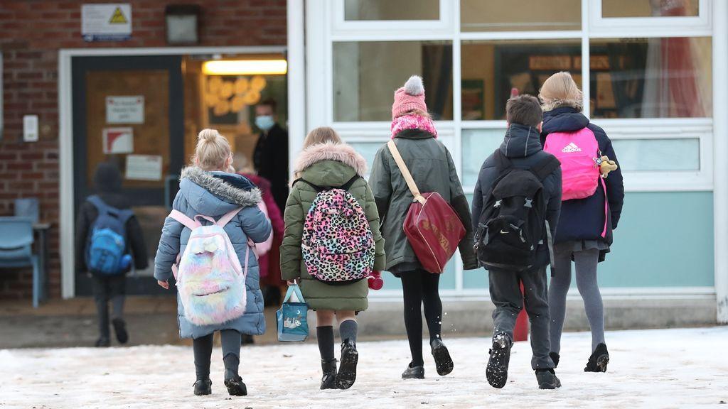 La 'vuelta al cole' en Europa: Reino Unido y Alemania cierran colegios mientras que Francia reanuda las clases