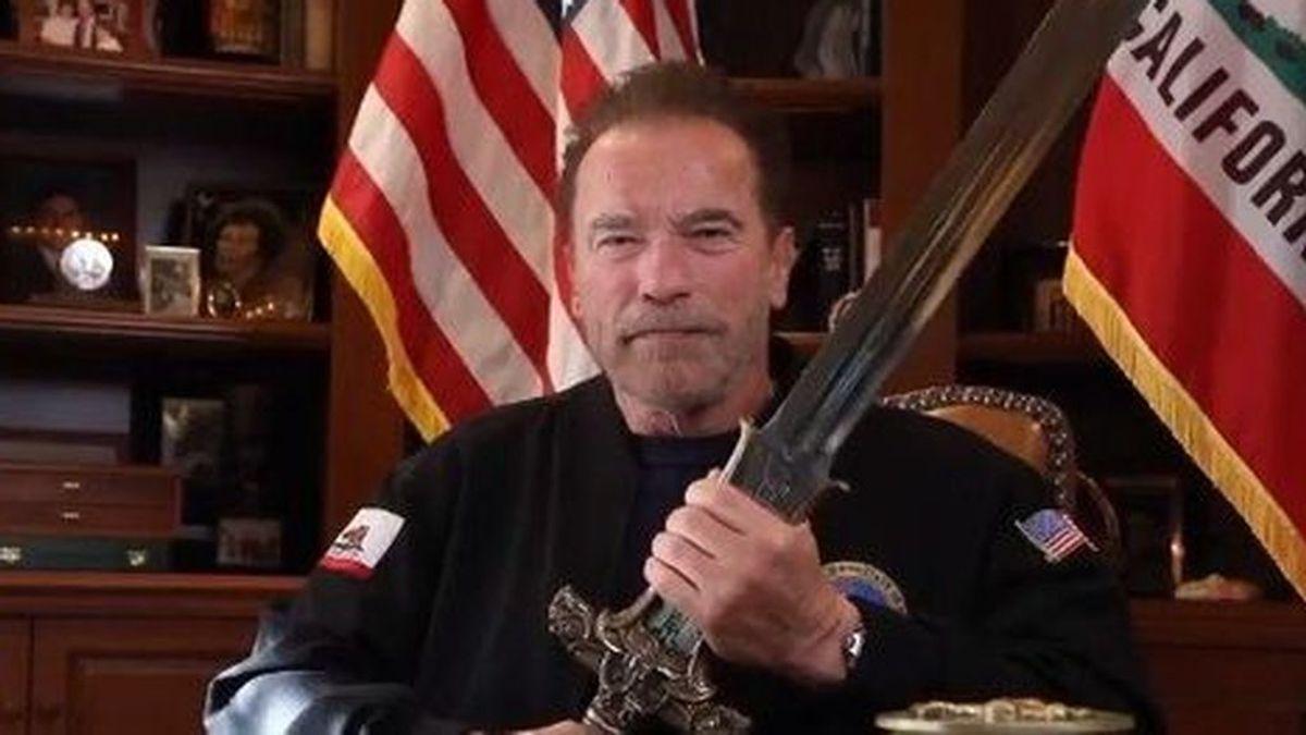 Arnold Schwarzenegger empuña la espada de Conan y carga contra los que asaltaron el Capitolio