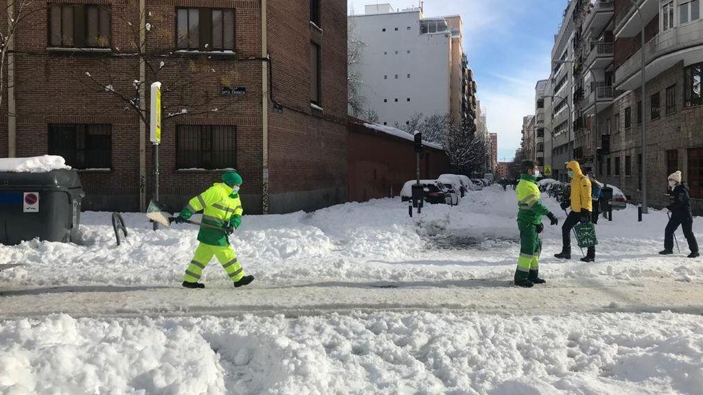 El Ayuntamiento de Madrid ofrece sal a las comunidades de vecinos de forma gratuita