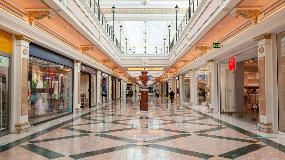 La nieve atrapa durante horas a 90 personas en el centro comercial Gran Plaza 2 de Majadahonda, Madrid