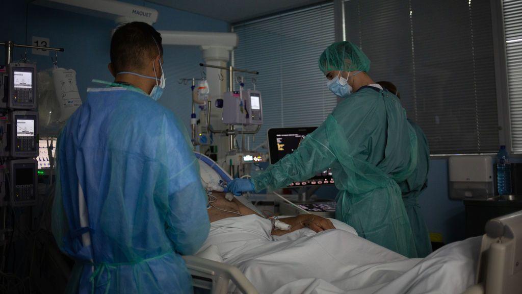 Sigue aumentando la presión hospitalaria en Catalunya: 58 nuevos ingresos en la UCI y 70 fallecidos en las últimas 24 horas