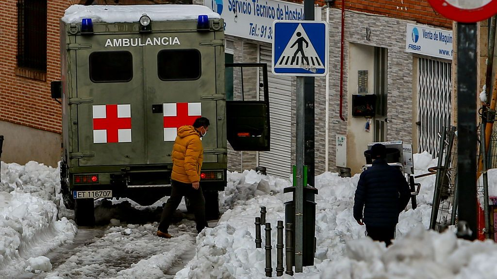 EuropaPress_3510743_ambulancia_fuerzas_armadas_nevada_fruto_temporal_filomena_pozuelo_alarcon