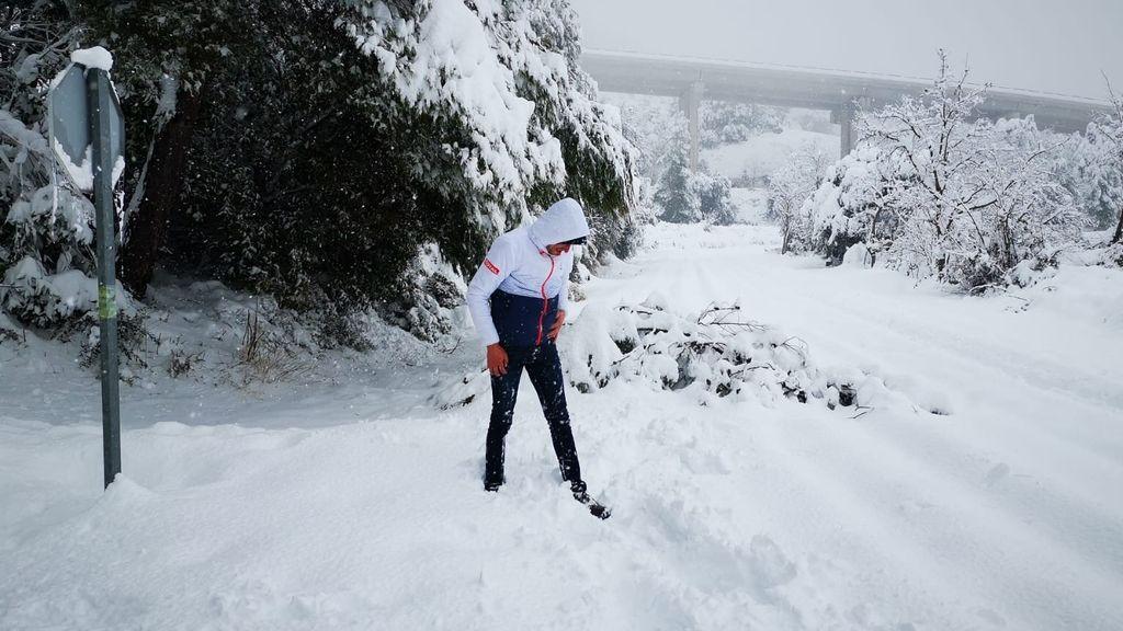 Un trabajador en ERTE anda dos horas en medio de la nieve para poder servir comidas a los atrapados por el temporal