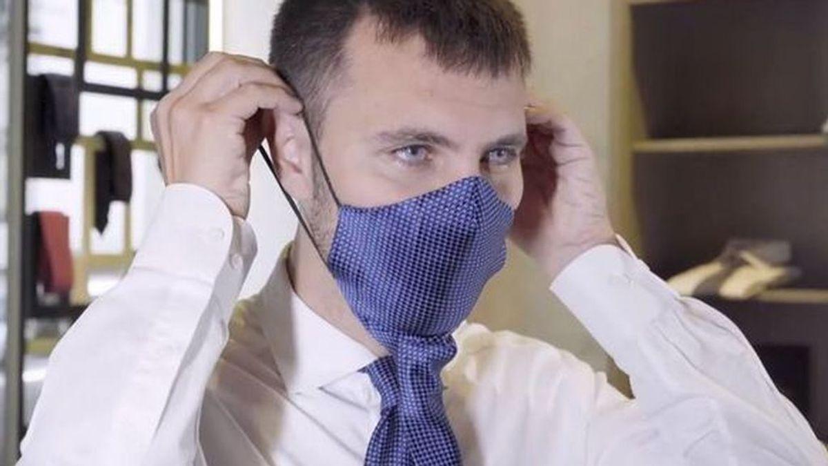 De sastre a innovador: la corbata que se transforma en mascarilla para protegerte con elegancia