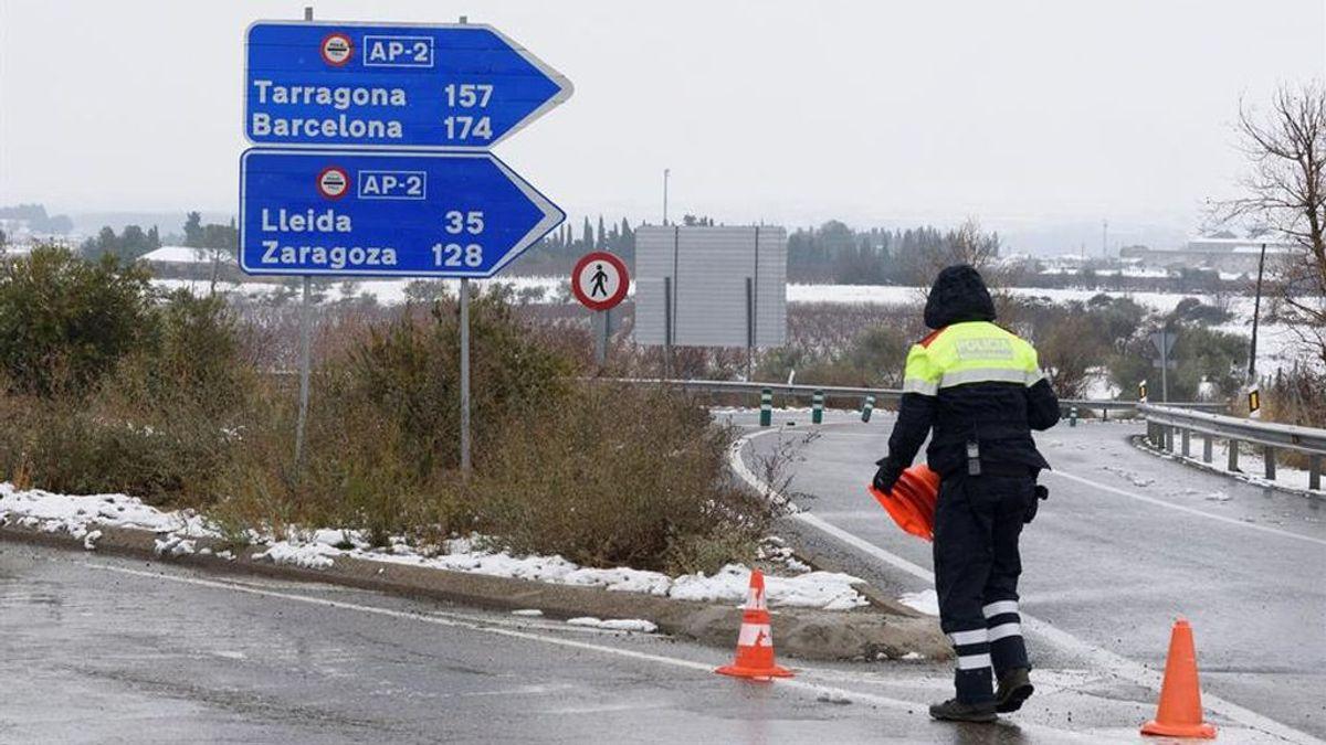 Un hombre muere de un infarto tras quedar atrapado en la carretera el temporal en Tarragona