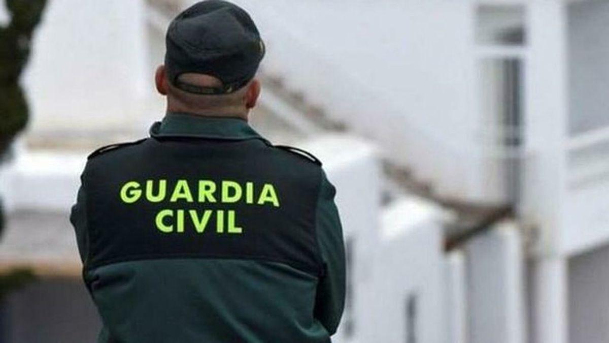 Hallan el cadáver de un hombre tiroteado dentro de un coche en Benahavís, Málaga