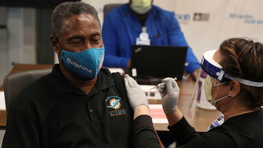 Florida: Indignación entre los residentes al no tener prioridad sobre los turistas para ser vacunados