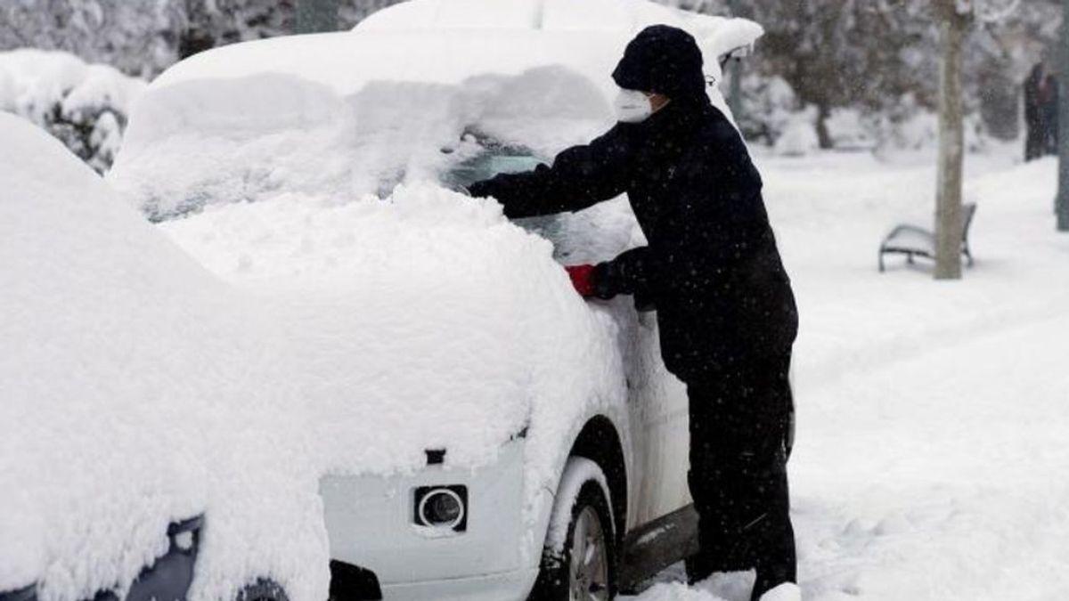 Consejos para la nevada: evitar el uso del ascensor, cargar el móvil y almacenar agua