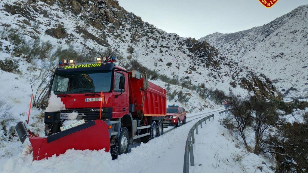 El hielo y la nieve mantiene cortadas 540 carreteras, 33 de ellas de la red principal