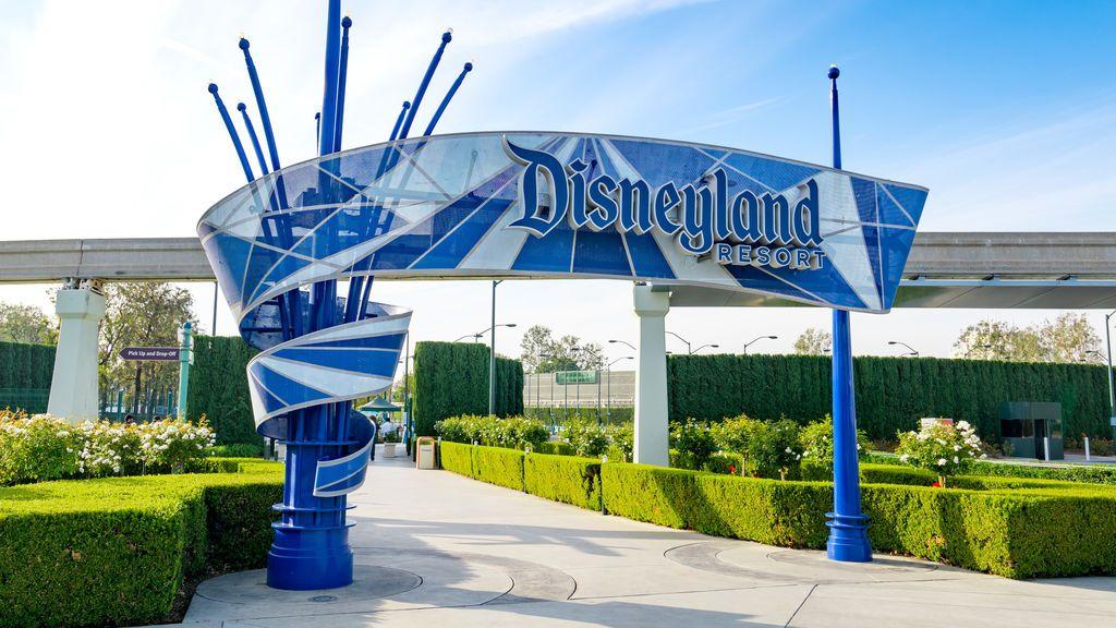 California convierte Disneyland en un centro de vacunación masivo