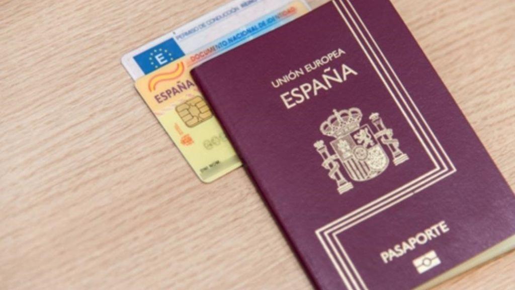 La odisea de conseguir los papeles en España
