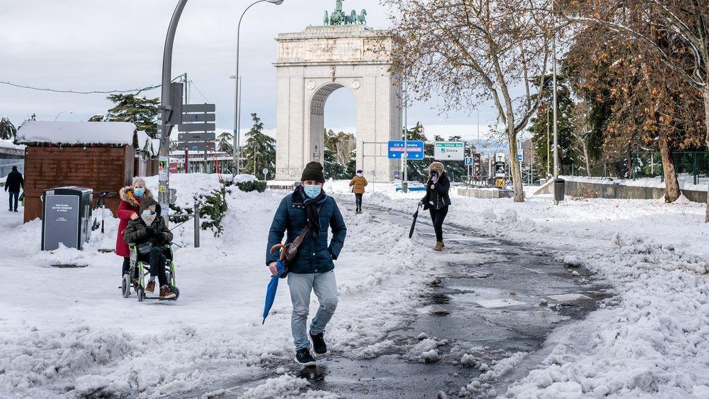 Filomena deja un vendaval de traumatismos: consejos para caminar por la nieve y no caer en el intento