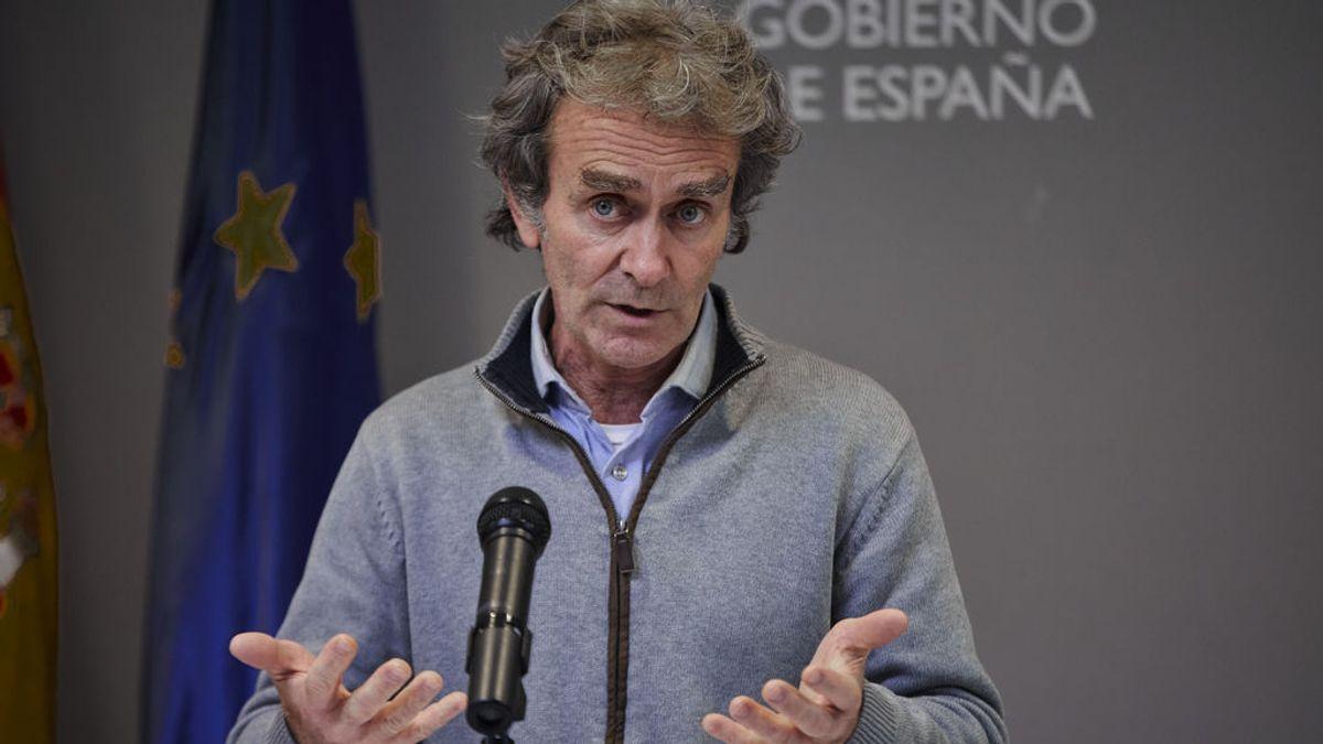 """""""Temerarias, arriesgadas, un error"""": los científicos critican las declaraciones de Simón sobre la nueva variante del virus en España"""