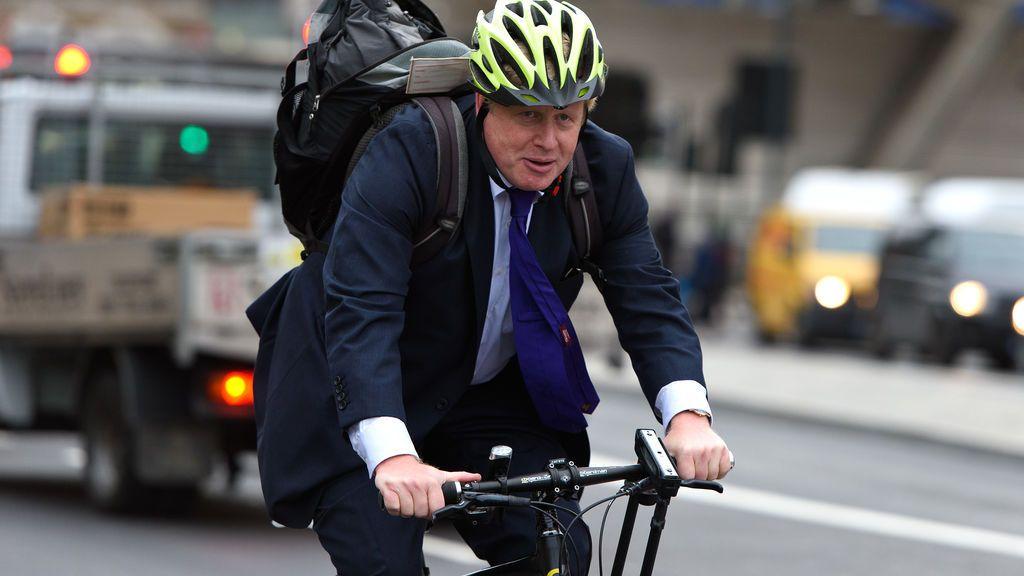 Johnson no predica con el ejemplo: pillado en bici a 11 kilómetros de su residencia