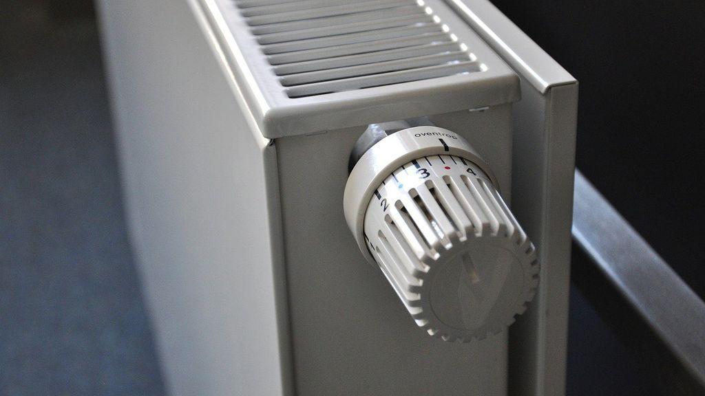 Purgar radiadores, aislamiento o alfombras: trucos para mantener la temperatura en casa