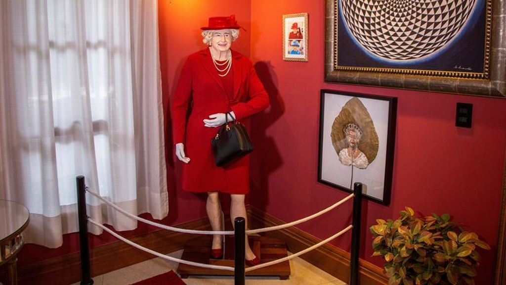 Reina Isabel II de cera