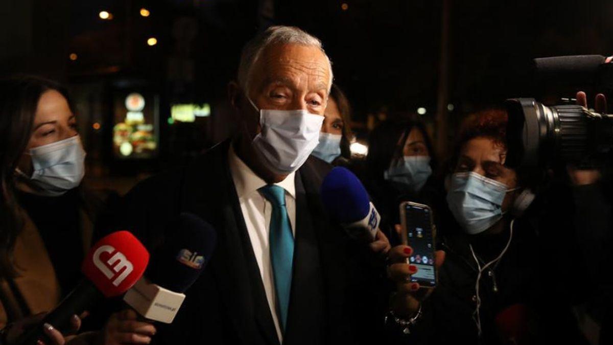 """El presidente de Portugal, """"enfadado"""" por el procedimiento las autoridades sanitarias tras su positivo y negativos"""