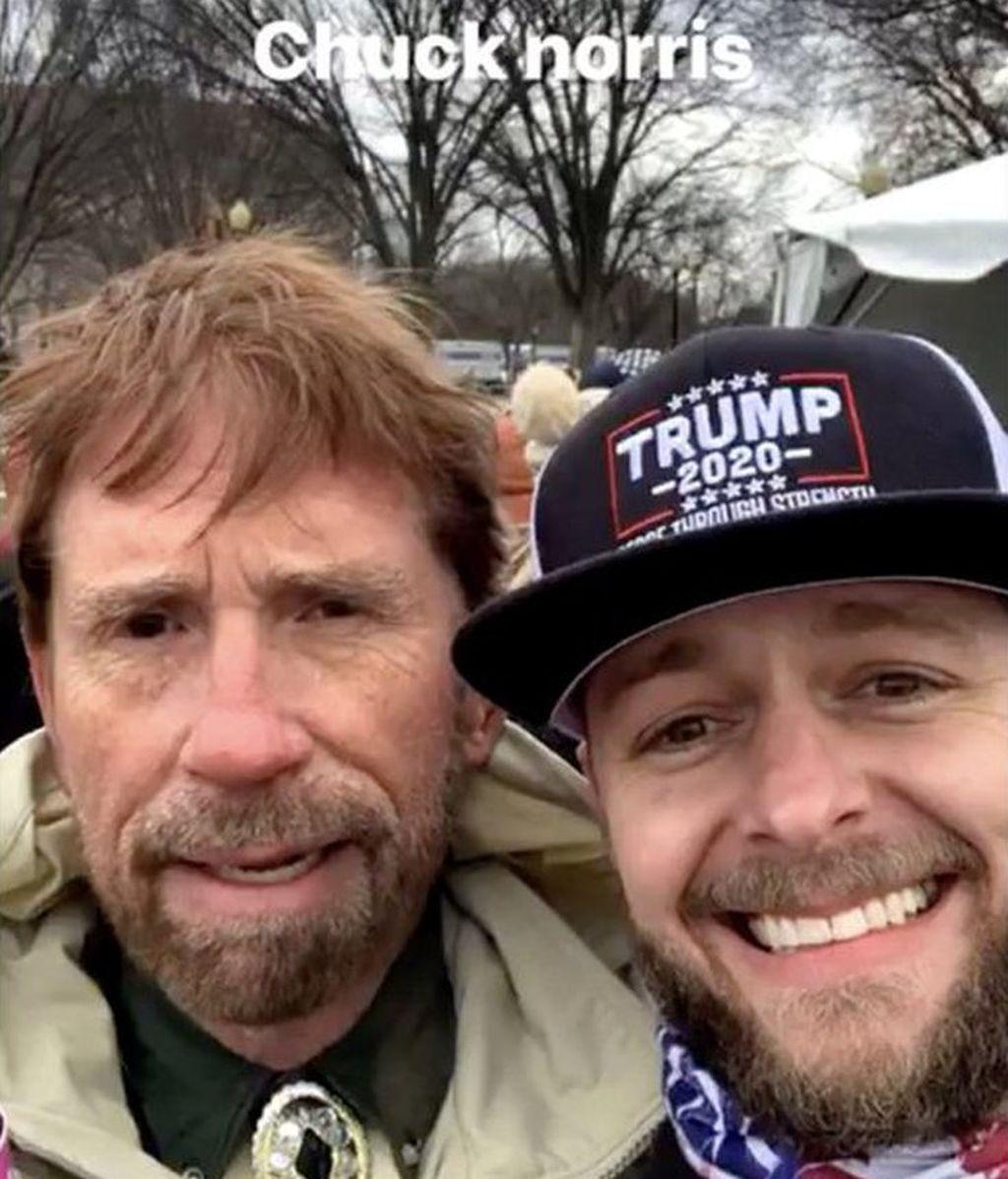 El hombre que guarda gran parecido a Chuck Norris