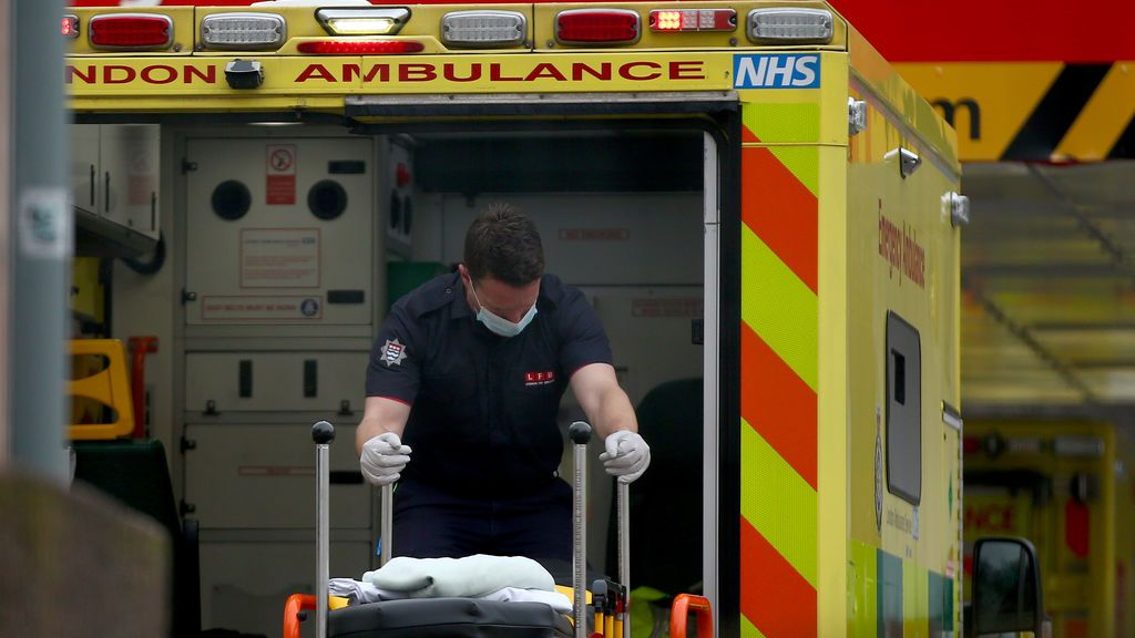 Reino Unido suma 1.564 muertos por coronavirus, récord de la pandemia