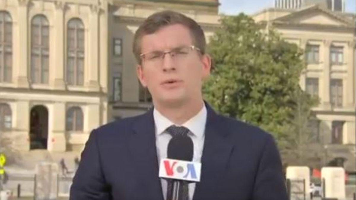 Le da igual en portugués que en luxemburgués: así se desenvuelve Philip Crowther, el reportero políglota