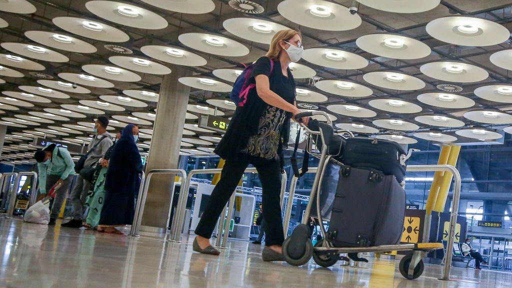 Los aeropuertos españoles cierran 2020 con una caída del 72,4% en el número de viajeros
