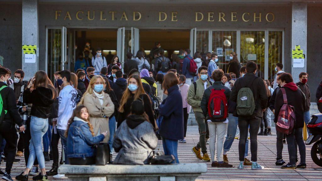 Exámenes presenciales en las universidades de Madrid pese a la subida de contagios