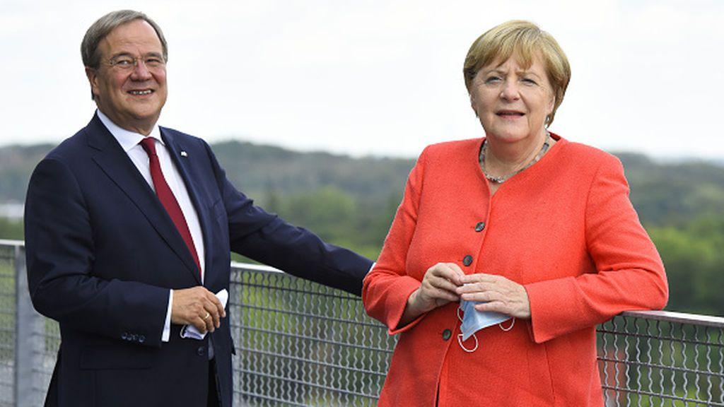 La CDU de Merkel elige por fin a su nuevo líder en un congreso más apretado de lo previsto