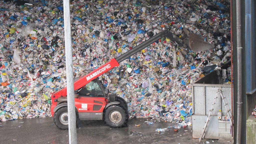 Rescatado tras caer de un contenedor al foso de una planta de compostaje de Vitoria