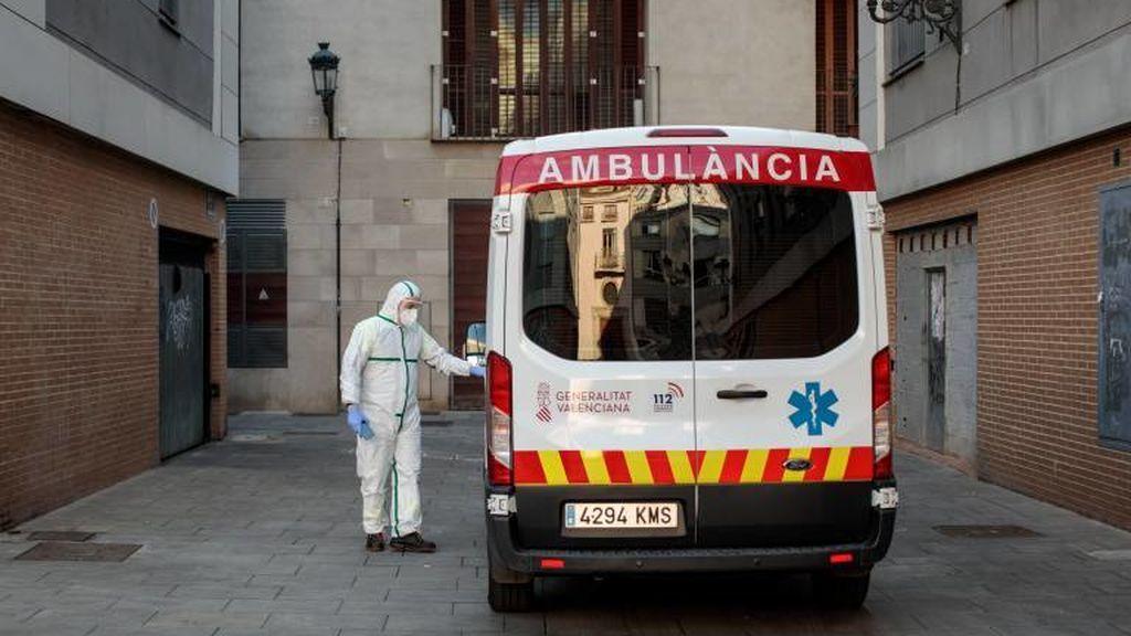 Muere una mujer que tenía síntomas de coronavirus tras desplomarse en una calle de Valencia