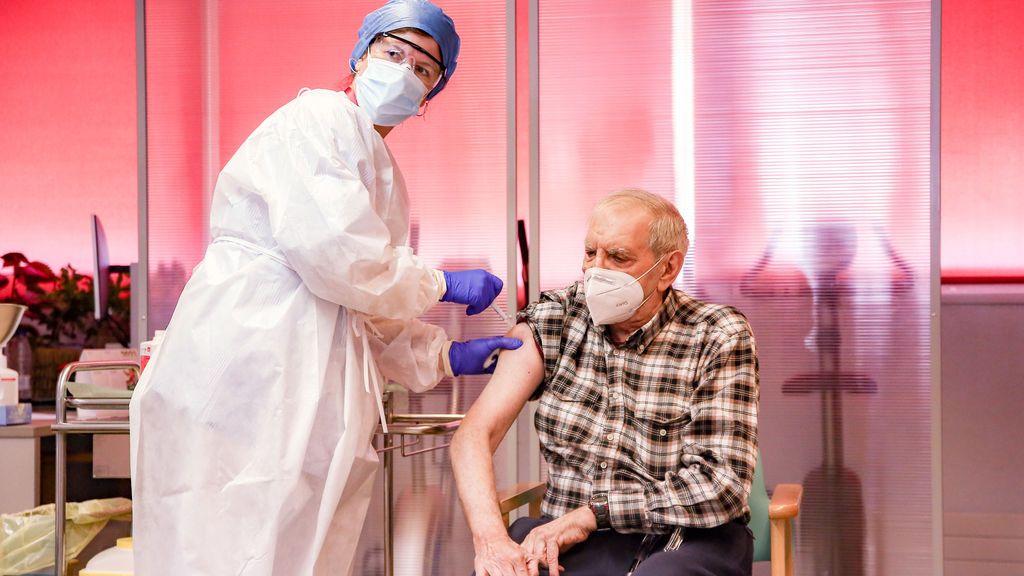 Nueve de cada 10 residencias privadas de Madrid no han recibido la vacuna ni saben cuándo la tendrán