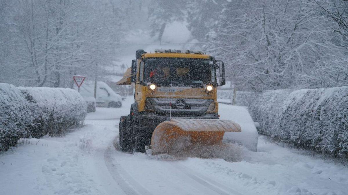 La nieve y el hielo dificultan el tráfico en 439 carreteras