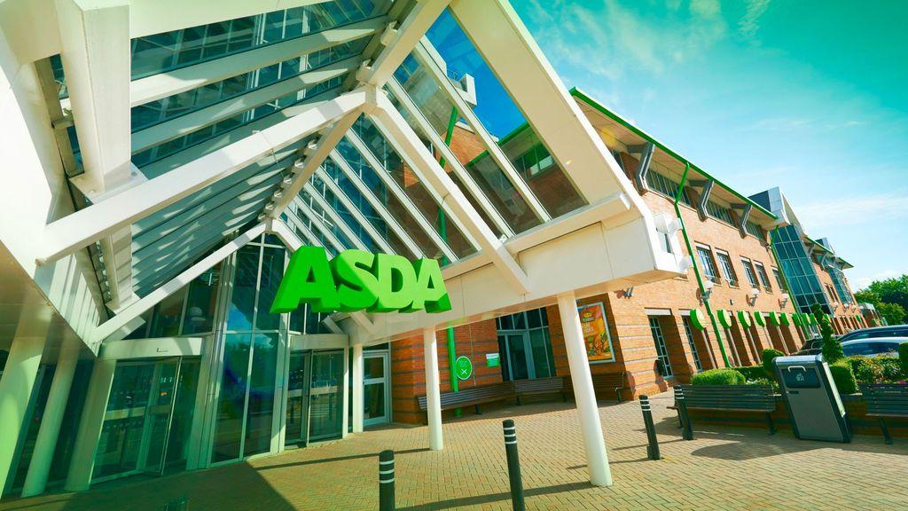 Reino Unido comienza a vacunar de covid  en los supermercados